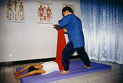 Ancient Thai Massage, Chiang Mai, Northern Thailand (Siam Sun Tours, Chiang Mai, Northern Thailand) cnx061_3.jpg (9125 Byte)