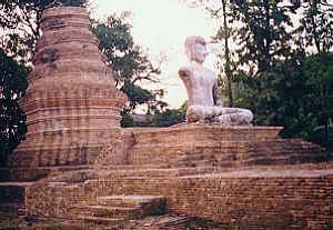 Wat Roi Kho, Chiang Saen, Chiang Rai, North Thailand  (14.6 K)